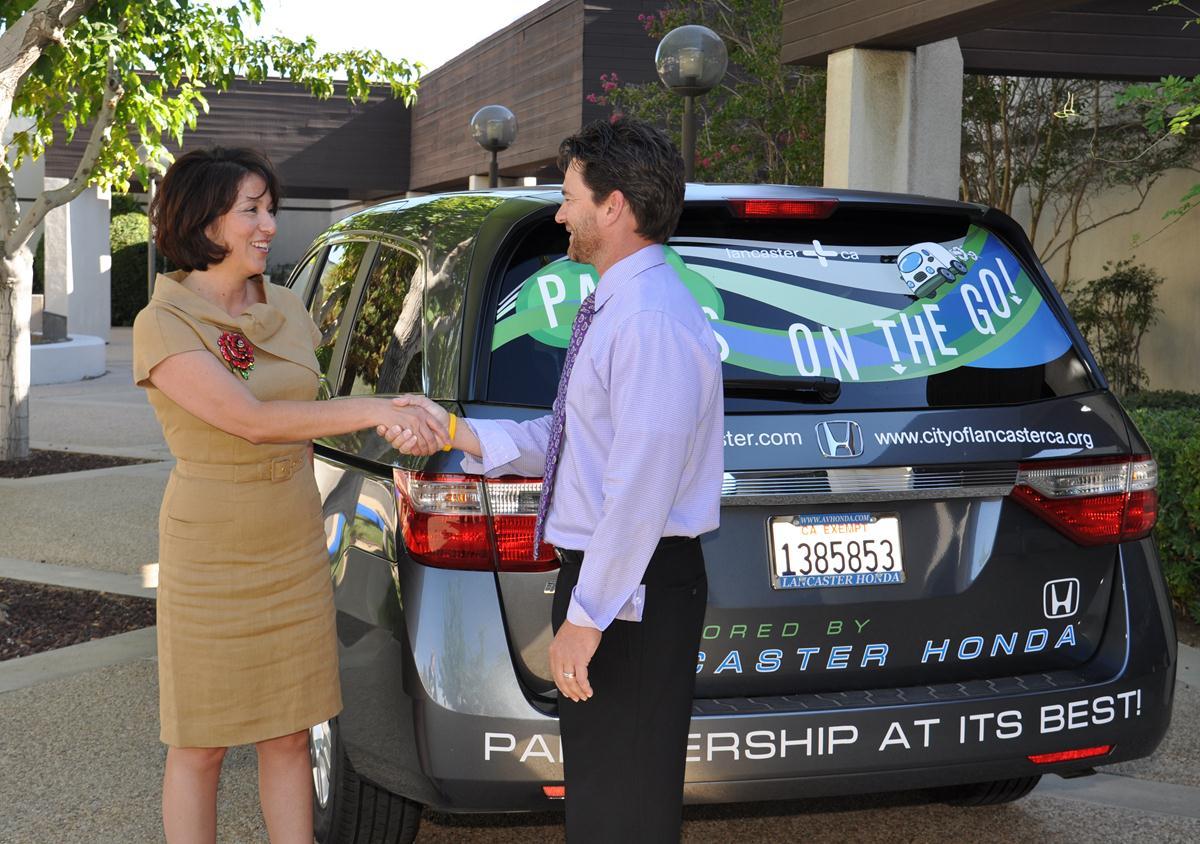 Lancaster Honda donates new minivan to city